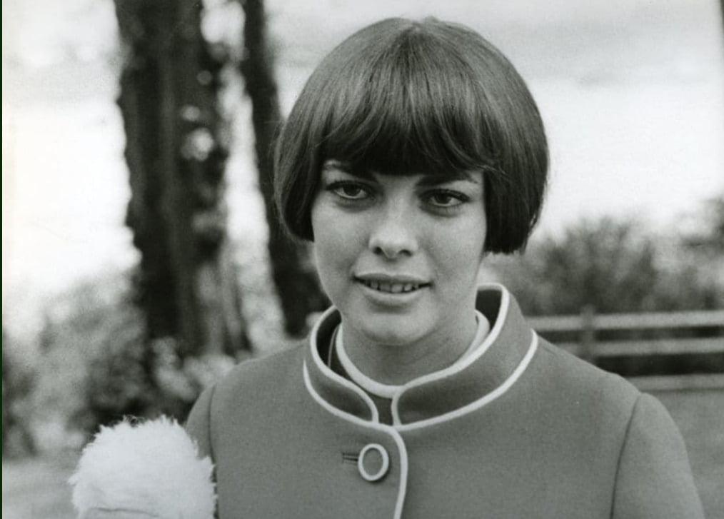 Mireille Mathieu husband, net worth, bio, children, where is she now?