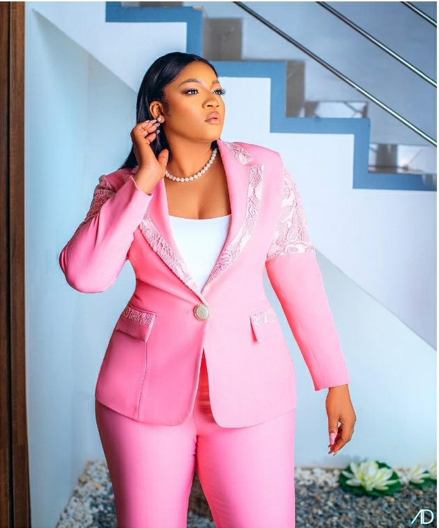 'Real Omo Sexy' – Actress Omotola Jalade Ekeinde Sparkles In Pink Chic Suit
