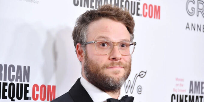 Fans react to Seth Rogen with no glasses