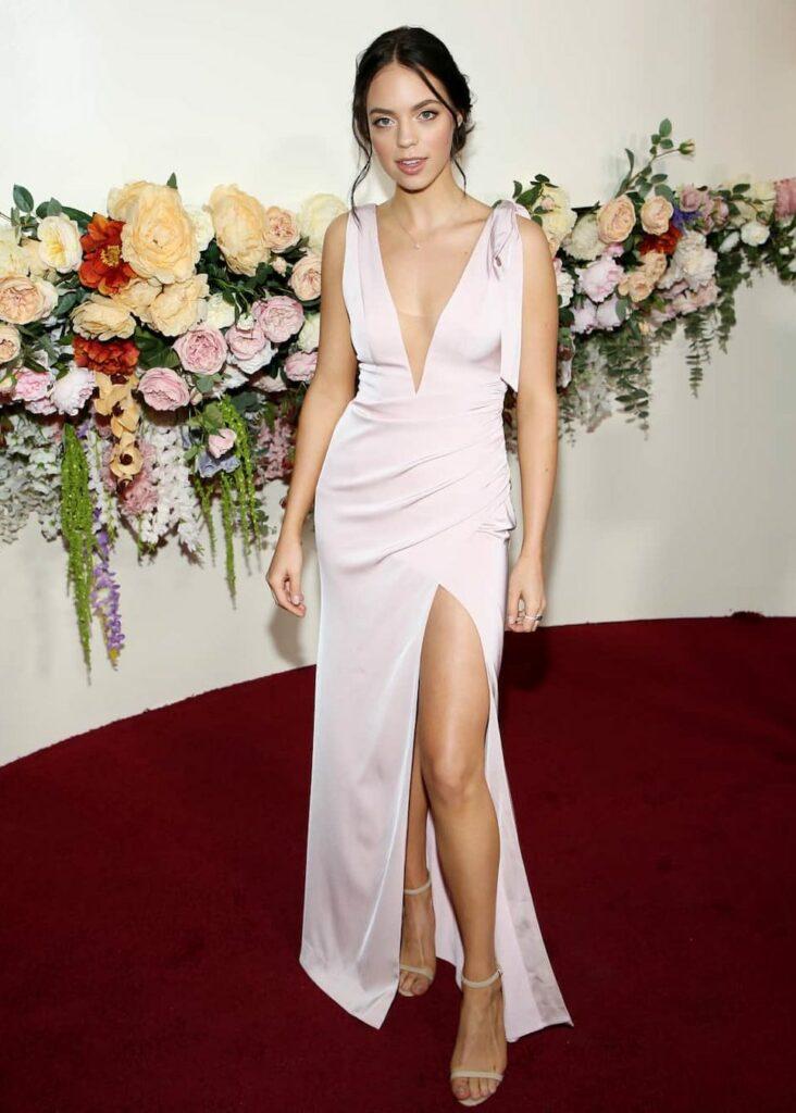 Claudia Sulewski Bio: net worth, age, height, weight loss, boyfriend, wikipedia