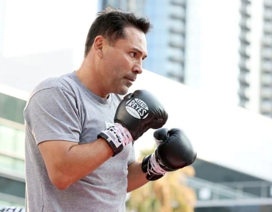 Is professional boxer Oscar De La Hoya vaccinated?