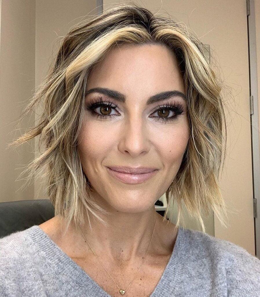 Amy Stran (QVC) Age, Bio, Wiki, Twin Sister, Husband, Haircut, New Ring, Feet, Hair, Salary and Net Worth